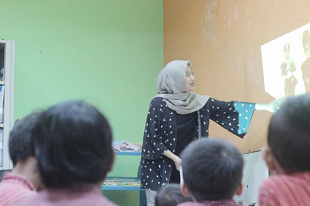 Dosen Widya Mataram Tanamkan Nilai Kearifan Lokal Pada Siswa Sekolah Dasar