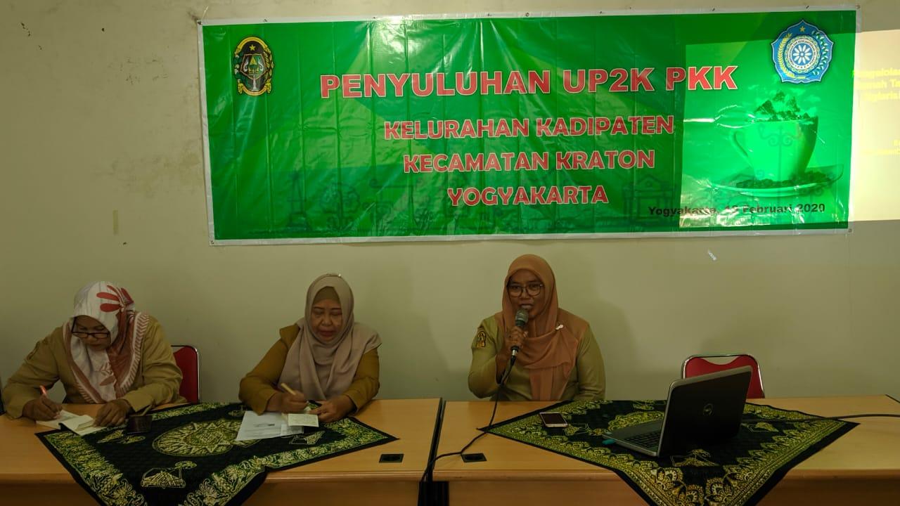 Narasumber dari DPMPPA Kota Yogyakarta,  Enik Hambanari
