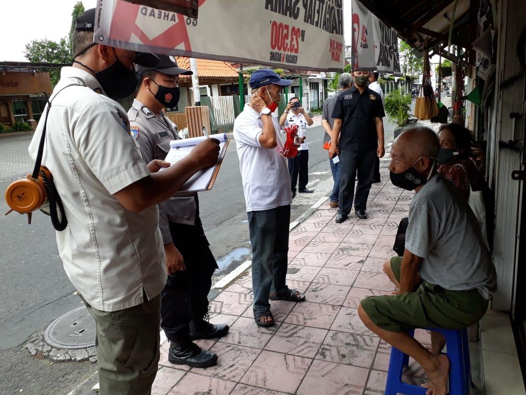 Penegakan Protokol Kesehatan Jl. Kadipaten & Jl. Polowijan - 2